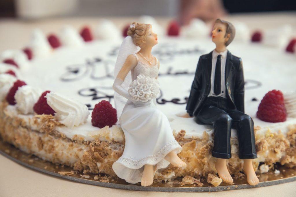 bride & groom miniature model on cake